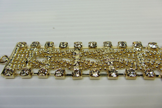 GOLD PLATED DIAMOND BRACELET  QT 32I