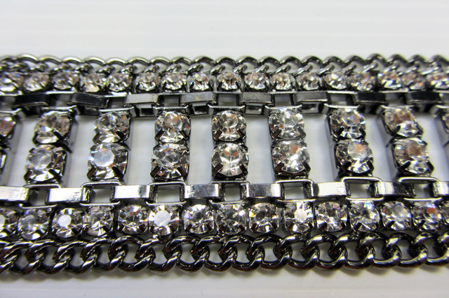 35 MM WIDE PEWTER SILVER DIAMOND BRACELET  QT 324