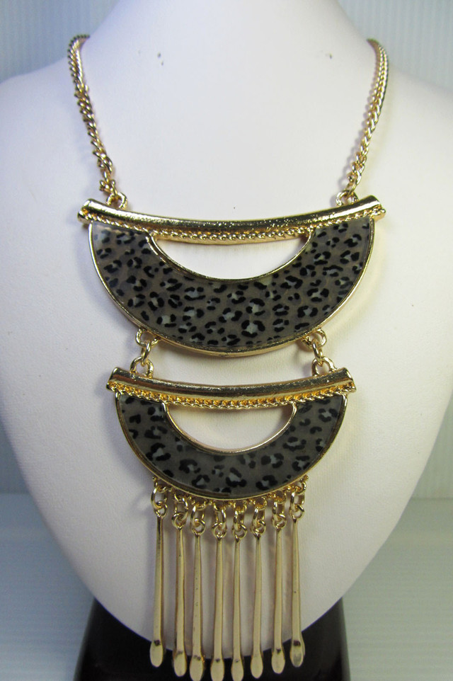 DUAL FASHION  STYLE  NECKLACE    QT 363