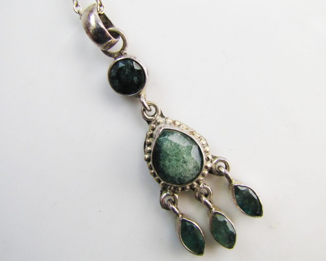 20 cts Emeral set in silver Pendant MJA 1214