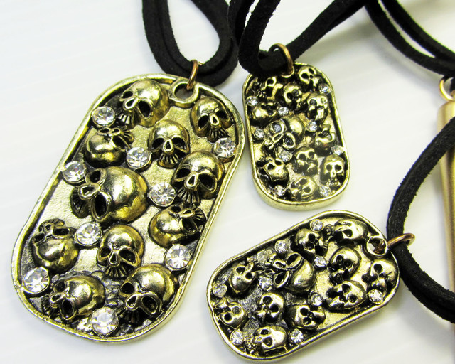 HAPPY SKULLS FASHION  STYLE  NECKLACE    QT 421