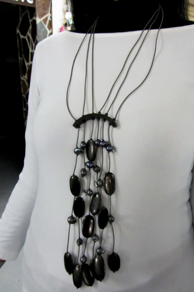 BLACK PEARL  STYLE  NECKLACE    QT 453