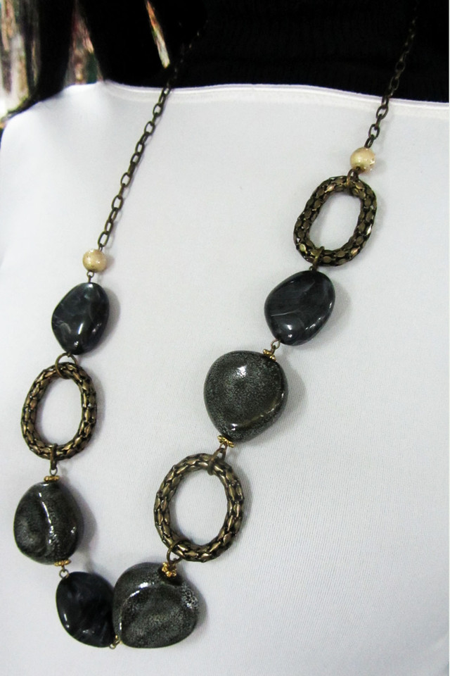 CHUNKY LONG FASHION  STYLE  NECKLACE    QT 460
