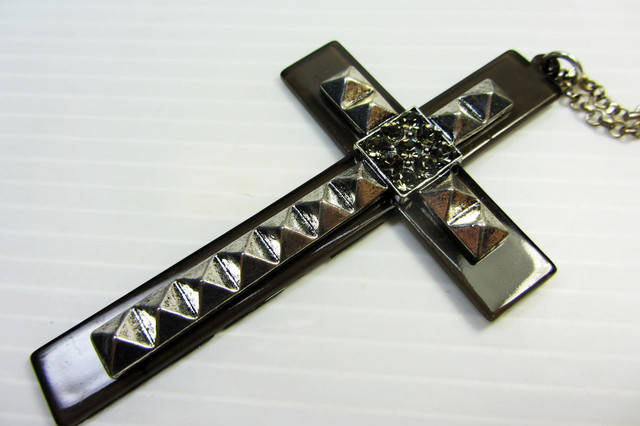 CROSS LONG FASHION  STYLE  NECKLACE    QT 474