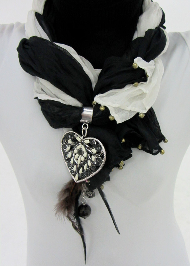 GREY BLACK  SCARF WITH FOCAL MOTIF  HEART  QT 484