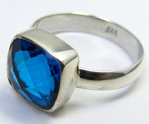 SEA BLUE  TOPAZ RING IN SILVER SIZE L QT 504