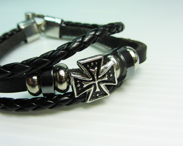 TWO   LEATHER SKULL N CROSS  BRACELETS QT 527