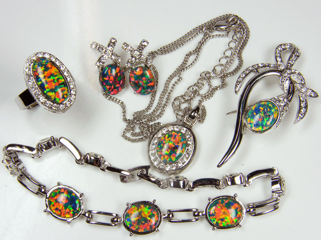 COMPLETE FIVE   PIECE SET OPAL JEWELERY   GTT 1084