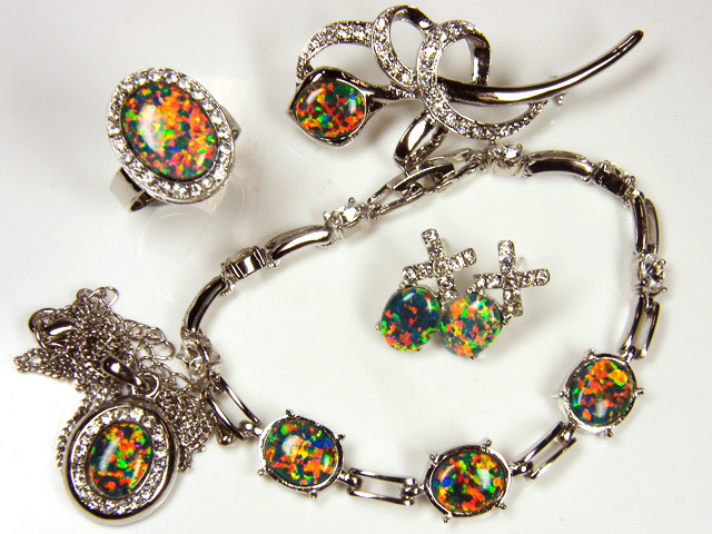 COMPLETE FIVE   PIECE SET OPAL JEWELERY   GTT 1086
