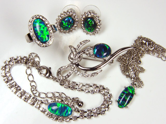 COMPLETE FIVE   PIECE SET OPAL JEWELERY   GTT 1082
