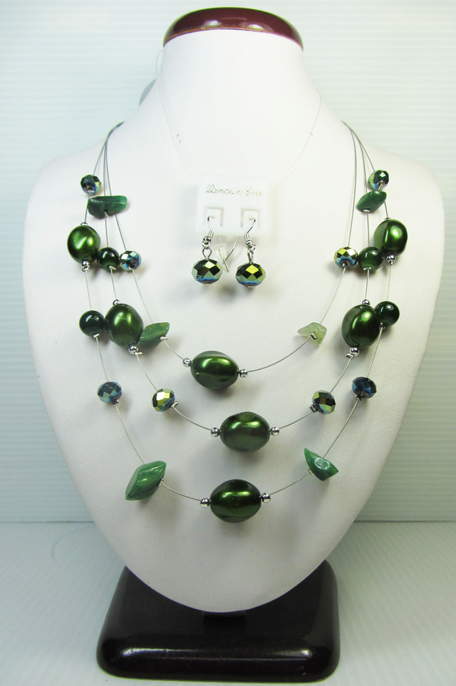 UNIQUE NECKLACE WITH MATCHING EARRINGS  QT108