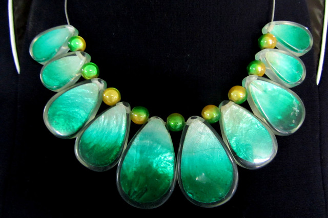 UNIQUE GREEN SHELL STYLE  NECKLACE    QT11