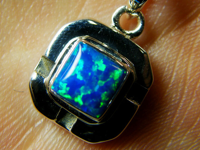 IMO OPAL   STERLING SILVER PENDANT    MYT635
