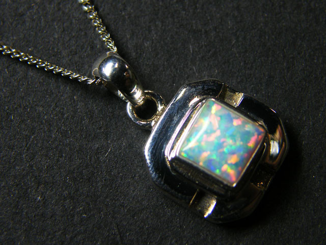 IMO OPAL   STERLING SILVER PENDANT    MYT640