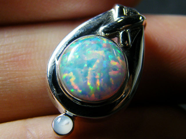 IMO OPAL   STERLING SILVER PENDANT    MYT650