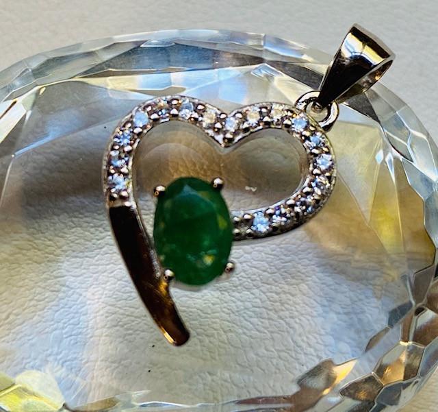 Natural Emerald heart shape silver pendant NA 352