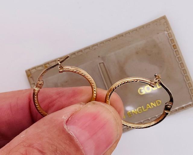 .7599 Grams 9 Ct English Gold earrings L444