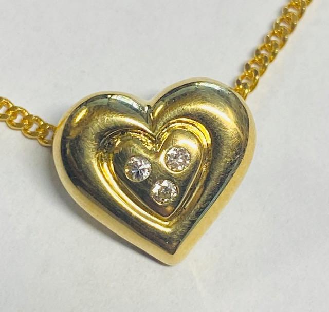 2.799 Grams 18 K Gold Pendant with diamonds LGN 950