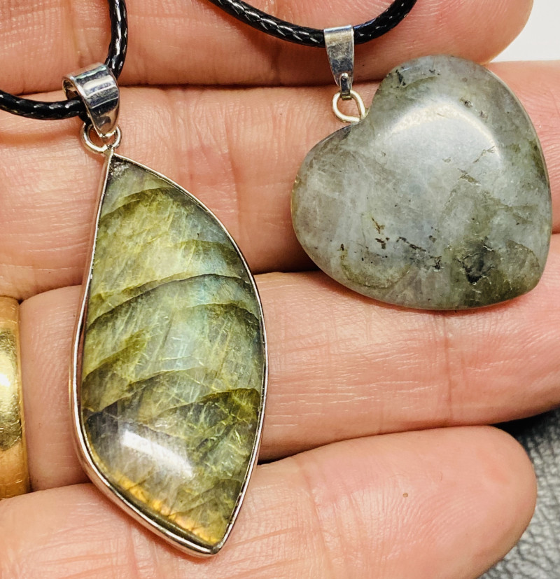 43cts Labradorite pendant and heart shape one CCC 225