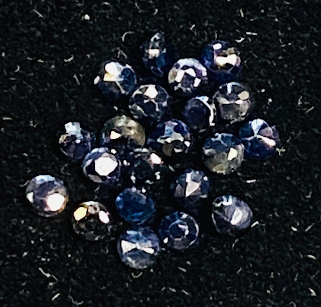 1 Cts  Sapphire faceted dark blue   code CCC 223
