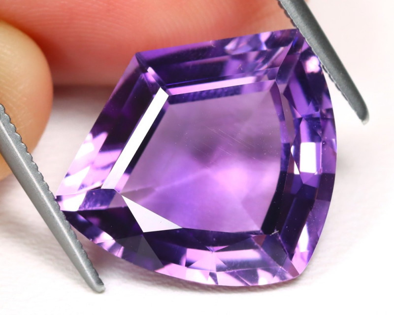 8.56Cts Amazing hand carved  Bolivia Purple Amethyst CCC 637