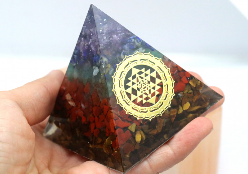 6 cm Seven Chakra Gemstone Pyramidd AHA 113