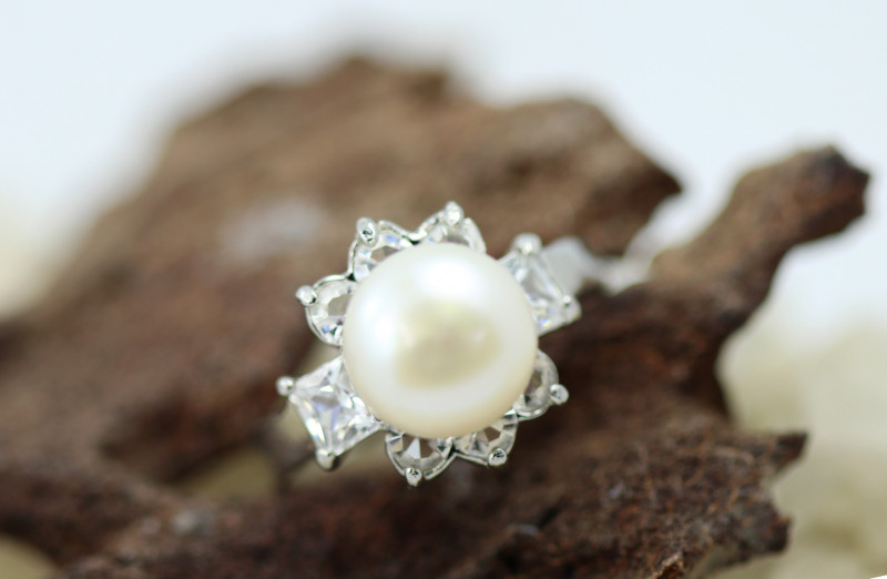 Natural Fresh Water Pearl Ring size P      BU 22644