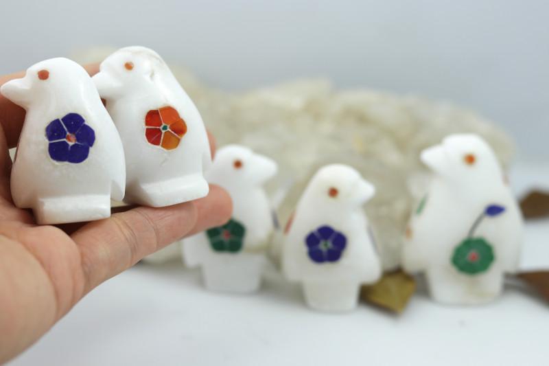 Cute PENQUIN  family marble Gemstone carvings Bu 2649