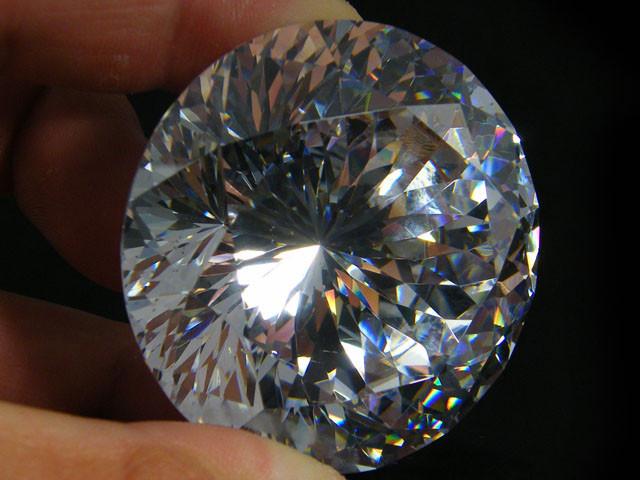 605 MASSIVE GEMSTONE (SYNTHETIC DIAMOND ) 0357-2