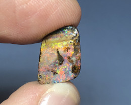 4.7cts Vivid play of colour