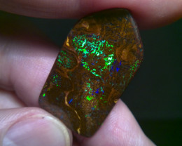 No Reserve !32.60cts stunning beautiful Boulder opal, electric colours