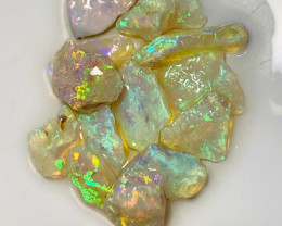 Extremely Bright Clean Crystal Seam Opals of Grawin for Cutters