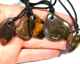 FIVE (5)NATURAL PENDANTS SOURCED KOROIT    OM 1533