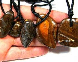 FIVE (5)NATURAL PENDANTS SOURCED KOROIT    OM 1561