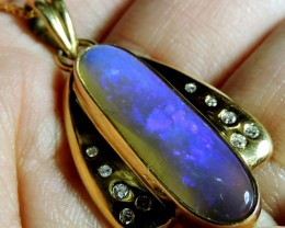 REMARKABLE BLUE MAUVE CRYSTAL OPAL 18K GOLD PENDANT SCO1283