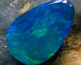 BLACK OPAL LIGHTNING RIDGE .95 CTS  NICE ELECTRIC BLUE GREEN A4152