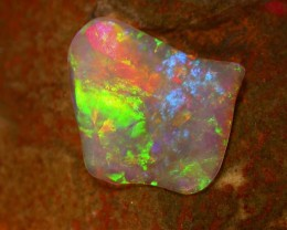 2,78ct CRYSTAL CLEAR OPAL EXTREEM BRIGHT COLOURS ALL COLOURS