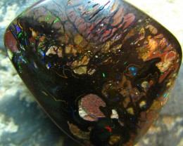 QUALITY ELECTRIC VEINS OF RED FIRE IN THIS STONE