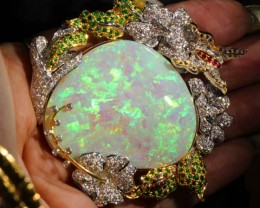 OPAL SOLID L.RIDGE CRYSTAL 85.90CTS set in gold and diamonds