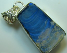 stone has  a crack so the price of this pendant has been reduced