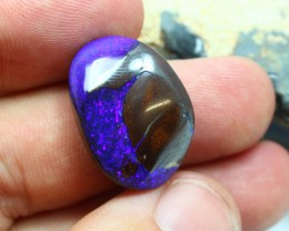 THIS IS A BLUE STONE ..THERE IS NO PINK PURPLE MAUVE COLOR IN THIS STONE