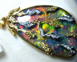 DESIGNED OPAL PENDANT SOLID GOLD AND DIAMONDS 205 CTS