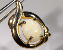 WHITE OPAL PENDANT WITH SILVER METAL AND GOLD PLATING  CTS 6.30  OF-1038