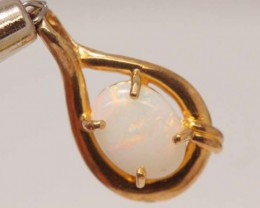 WHITE OPAL PENDANT WITH SILVER METAL AND GOLD PLATING 5.95 CTS   OF-1042