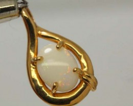 WHITE OPAL PENDANT WITH SILVER METAL AND GOLD PLATING 5.85 CTS   OF-1044