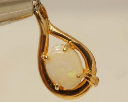 WHITE OPAL PENDANT WITH SILVER METAL AND GOLD PLATING 6 CTS   OF-1045
