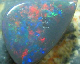 RED BLUE COLOUR PLAY IN THIS BLACK CUT STONE 2.55 CTS HW586