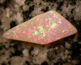 7.96ct FULLY SATURATED EXTR BRIGHT NONDIRECTIONAL BRAZILIAN OPAL