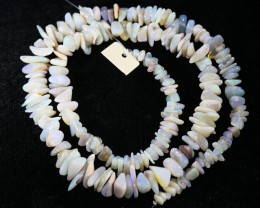 100Cts  Coober Pedy strand beads QOM1705