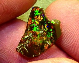 4.50 cts Ethiopian Welo MICROPUZZLE brilliant dark opal N3 5/5